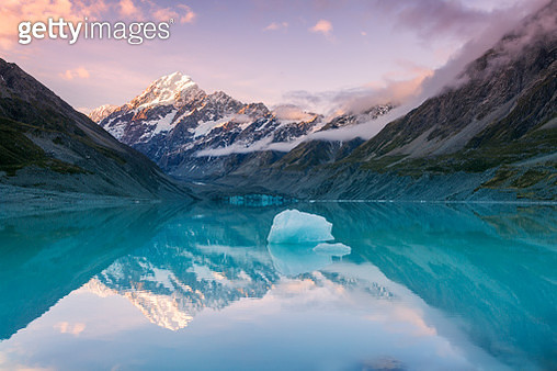 Mt Cook at sunset reflected in lake, New Zealand - gettyimageskorea