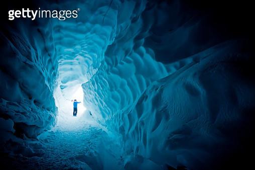 Skier exploring ice cave. - gettyimageskorea