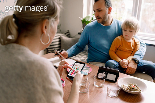 Family using various technologies at home - gettyimageskorea