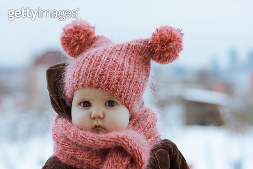 Little Girl Wearing a Pink Knitted Hat and Scarf - gettyimageskorea