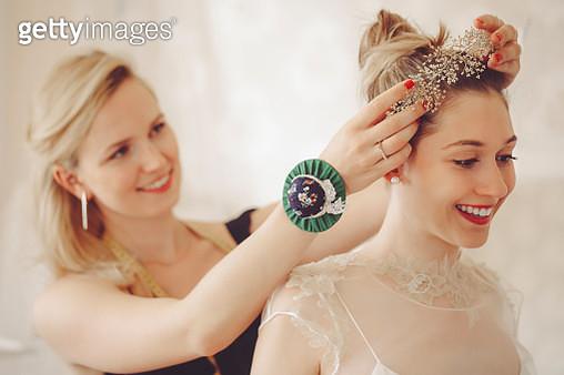 Fashion designer with her client - gettyimageskorea