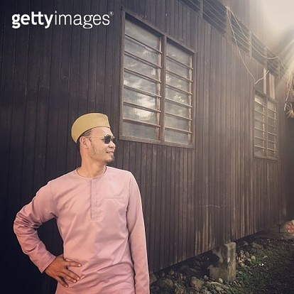 Muslim man wearing kurta and traditional hat ready to mosque - gettyimageskorea