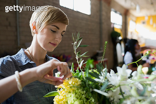 Florist arranging bouquet in flower shop - gettyimageskorea