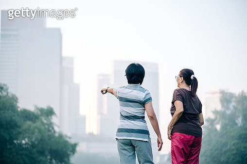 Lovely Malaysian Senior Friends Looking at The Park View - gettyimageskorea