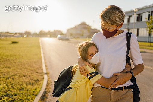 I am so glad to see you, mom! - gettyimageskorea