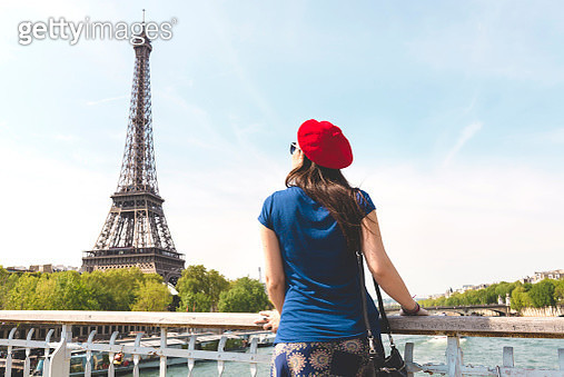 France, Paris, back view of woman wearing red beret looking at Eiffel Tower - gettyimageskorea