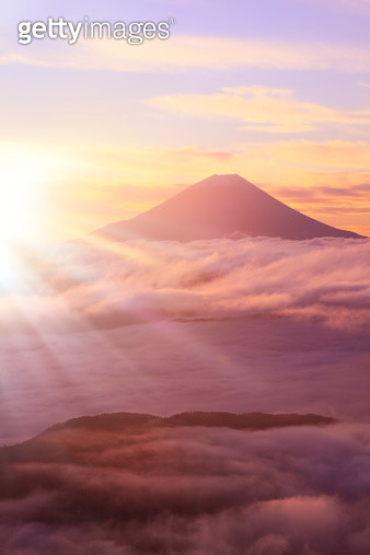 Mount Fuji and sea of clouds - gettyimageskorea