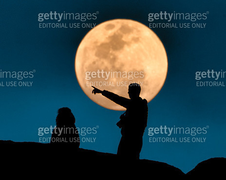 Tourists and a Full RIsing Moon at Spitzkoppe - gettyimageskorea