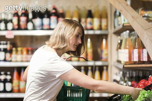 Woman shopping for salad in a store - gettyimageskorea