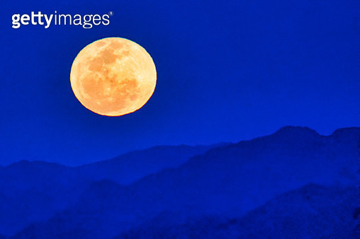 Moonrise Over Sossusvlei Dunes - gettyimageskorea