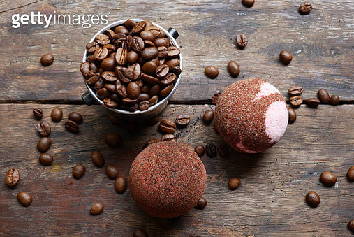 Directly Above Shot Of Cookies And Roasted Coffee Beans On Table - gettyimageskorea