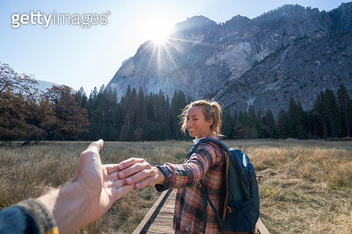Follow me to concept, young woman leading boyfriend to Yosemite valley, USA at sunrise - gettyimageskorea