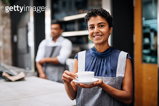 Morning shift in modern bar in Australia - gettyimageskorea