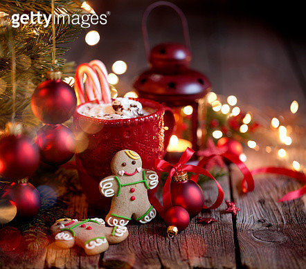 Christmas gingerbread man cookies, candy canes and hot chocolate on an old rustic wood background. - gettyimageskorea