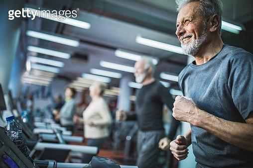Happy senior man jogging on treadmill in a gym. - gettyimageskorea