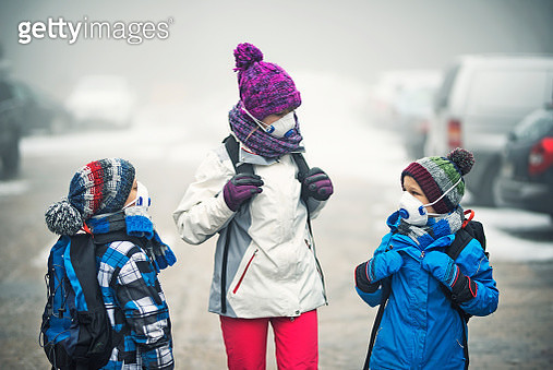 Kids going to school in the smog - gettyimageskorea