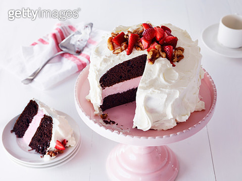 Strawberry Frozen Yogurt Cake - gettyimageskorea