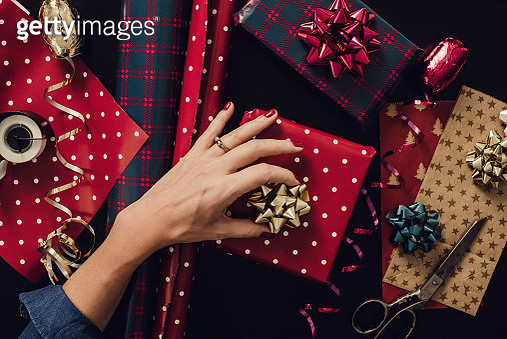 Woman wrapping christmas gifts presents photo taken from above overhead - gettyimageskorea