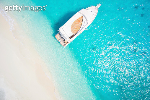 topview yacht in tropical lagoon - gettyimageskorea