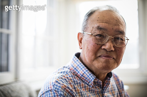 Portrait of senior man at home - gettyimageskorea