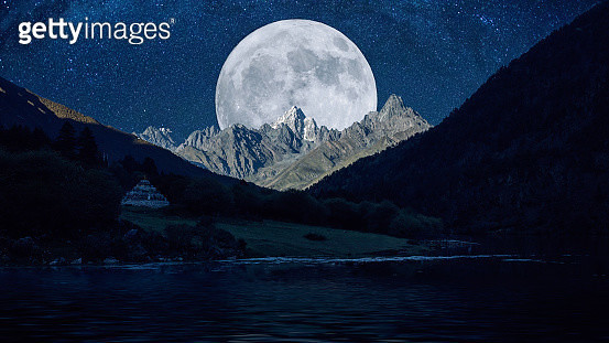 Kangding, sichuan province of wooden cuo lake at night - gettyimageskorea