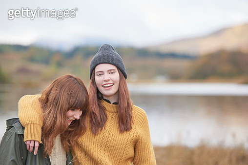 Two girls arm in arm - gettyimageskorea