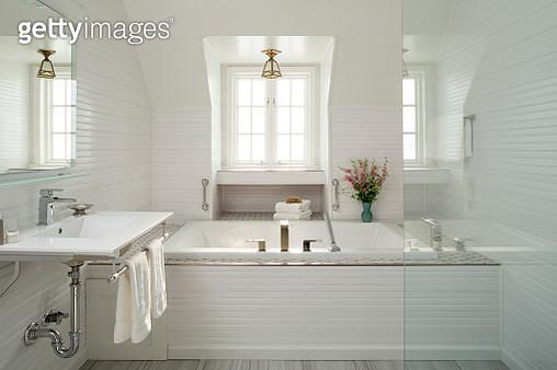 Luxury white bathroom with bathtub and tile, Settlers Inn, Hawley, Poconos Region, Pennsylvania, USA - gettyimageskorea