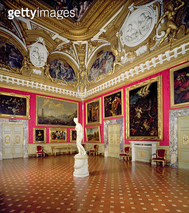 The 'Sala di Venere' (Hall of Venus) containing the Venus Italica by Antonio Canova (1757-1822) (photo) - gettyimageskorea
