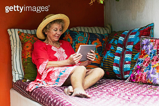 senior woman relaxing with iPad on vacation - gettyimageskorea