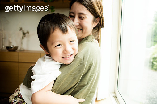 2 years old boy who loves his mother - gettyimageskorea