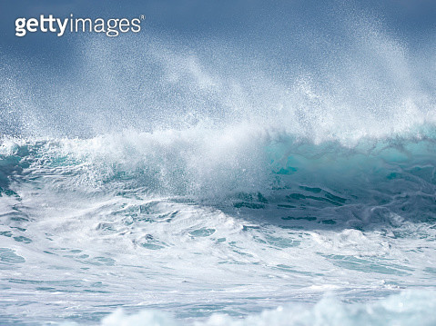 Full frame of the crest of a wave of sea with white foam. - gettyimageskorea