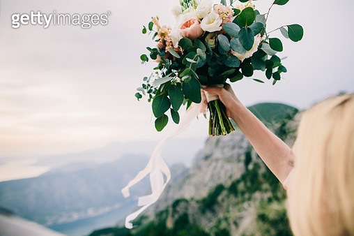 Cropped Hand Holding Bouquet - gettyimageskorea