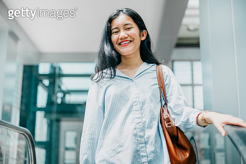 Young Businesswomen on The Move - gettyimageskorea