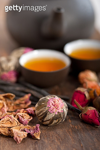Close-Up Of Tea And Flowers On Table - gettyimageskorea