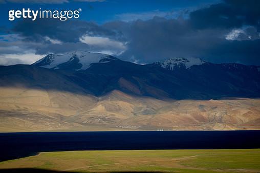 View of mountains at Tso Moriri Lake, Ladakh, India - gettyimageskorea
