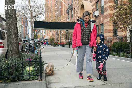 Young girl and her mom in New York City - gettyimageskorea