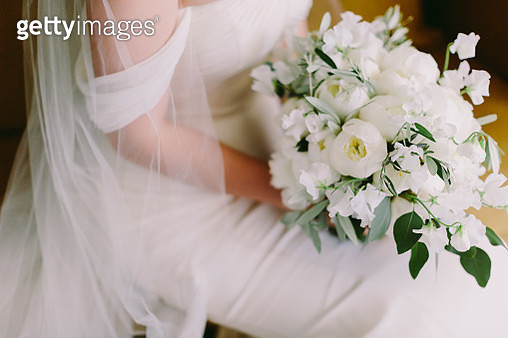 Midsection Of Bride Holding White Flowers Bouquet - gettyimageskorea