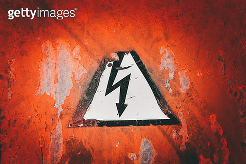 Close-Up Of Arrow Sign On Wall - gettyimageskorea