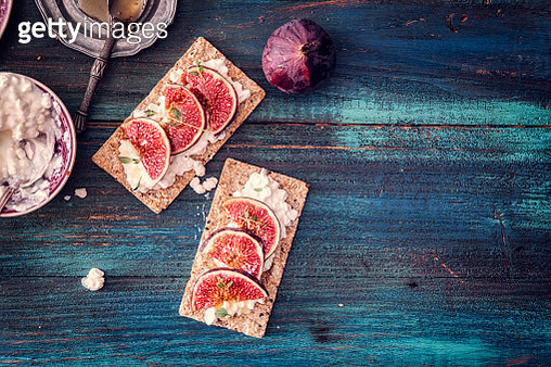 Crispbread with Cottage Cheese, Figs and Sweet Honey - gettyimageskorea