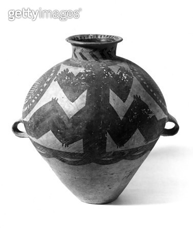 CHINA: NEOLITHIC POTTERY. /nNeolithic painted pottery urn made by the Yangshao culture, which flourished along the Yellow River in China, 5000 B.C. - 3000 B.C. - gettyimageskorea