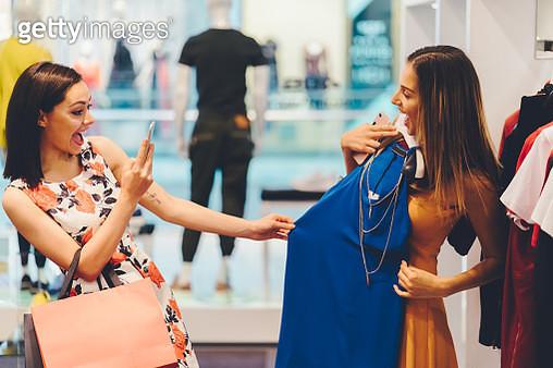 Girls enjoying a fashionable dress in the shop - gettyimageskorea