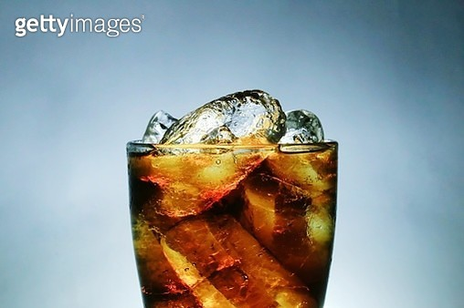Close-Up Of Ice Cubes In Alcohol Against Sky - gettyimageskorea