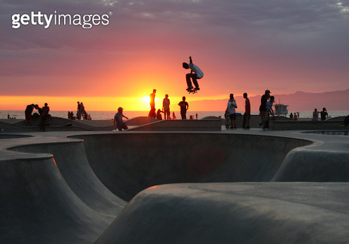Venice Beach, Skatepool, Trick, Ollie, Air, Sunset, Clouds, Sun, Cloud, People, Skateboard, Scene, Enjoying, Pacific, Mountain, Beachlife, Way of life, Californian dreaming, fun - gettyimageskorea