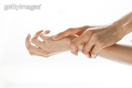 Young woman rubbing hands together, close-up - gettyimageskorea