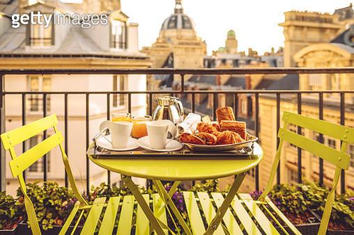 Breakfast in Paris - gettyimageskorea