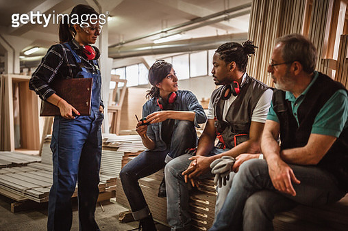Carpenters workshop - time for coffee break. They are resting, chating, having fun - gettyimageskorea