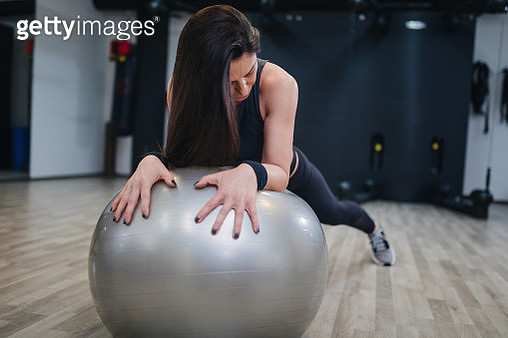 Middle aged woman doing exercises and working hard in gym and enjoying her training process - gettyimageskorea