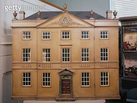 <b>Title</b> : Doll's house, Neo-Classical Adam Style, c.1810 (mixed media)<br><b>Medium</b> : <br><b>Location</b> : V&A Museum of Childhood, London, UK<br> - gettyimageskorea