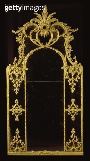 <b>Title</b> : Chippendale mirror, c.1750 (giltwood)<br><b>Medium</b> : giltwood<br><b>Location</b> : Mallett & Son Antiques Ltd., London, UK<br> - gettyimageskorea